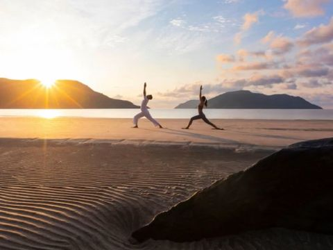 yoga tại bãi biển ana mandara cam ranh