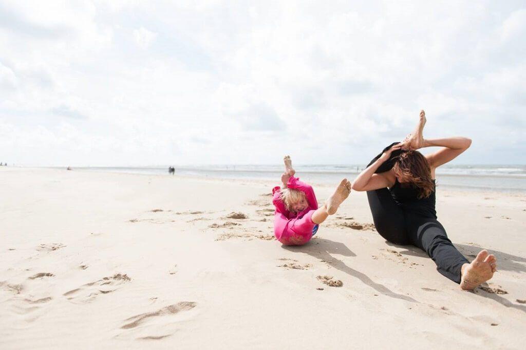yoga-cung-con-tre