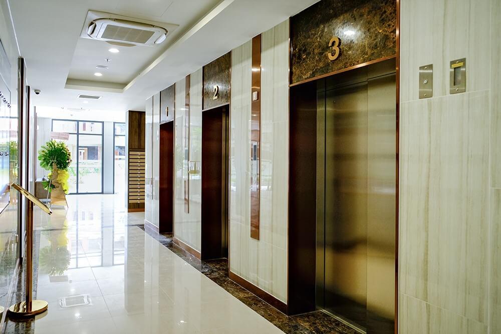 sảnh thang máy